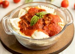 Raviol Ricotta Con Salsa De Tomate