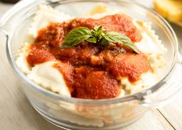 Ravioles Carne Con Salsa Tomate