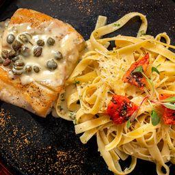 Corvina Marinada con Fettuccini Olio