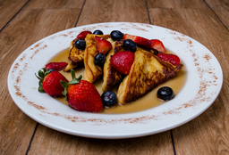 French Toast Frutos del Bosque