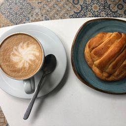 Capuccino y Croissant