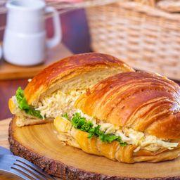 Croissant con Pollo