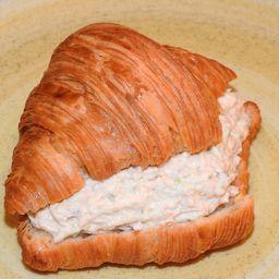 Croissant con Pollo Deshilachado