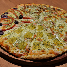 Pizza 4 Estaciones Familiar