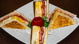 Club Sándwich + Café