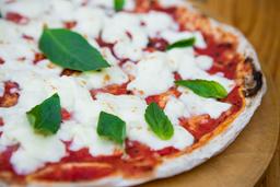 2 Pizzas Grandes + Porción de Pan al Ajo