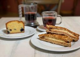 Sándwich Musa + Infusión + Keke