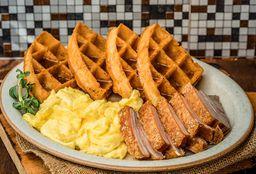 Waffle con Huevo Revuelto y Panceta