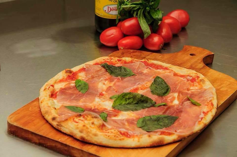 Logo Pizzería Artesanal La Pizzaccia