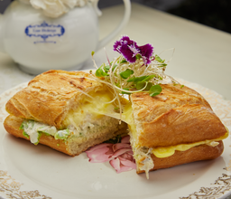 Las Bolena Tea Room & Restaurant