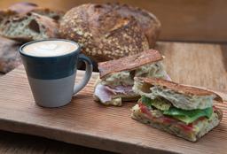 El Pan de la Chola - Pan y Café